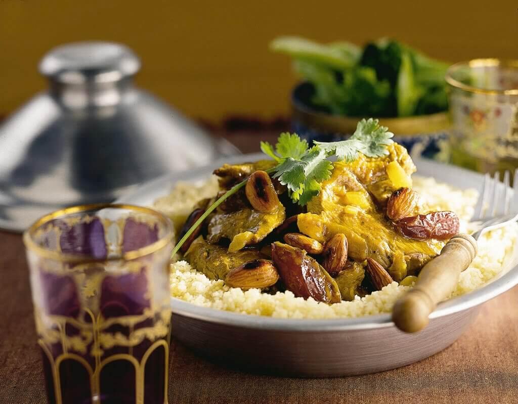 Aladin-stoofpot met dadels en amandelen
