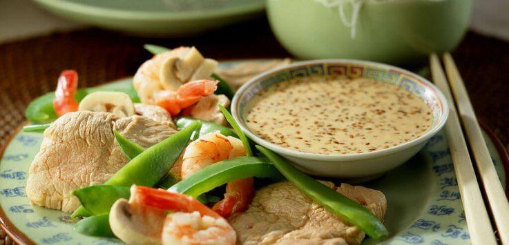 Bouillonfondue met Chinese fricandeau en sesamdip