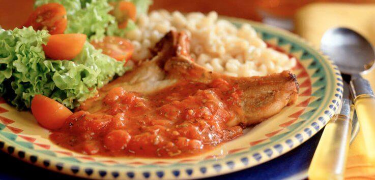 Italiaanse ribkarbonade in tomatensaus