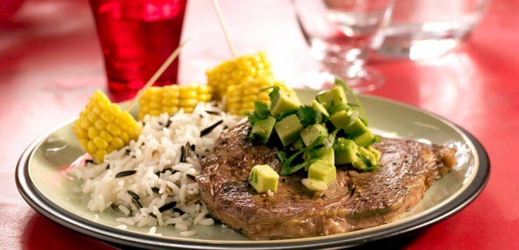 Mexicaanse rib-eye met avocadosalsa