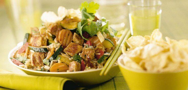 Roergebakken hamlapjes met rijst en knapperige groenten