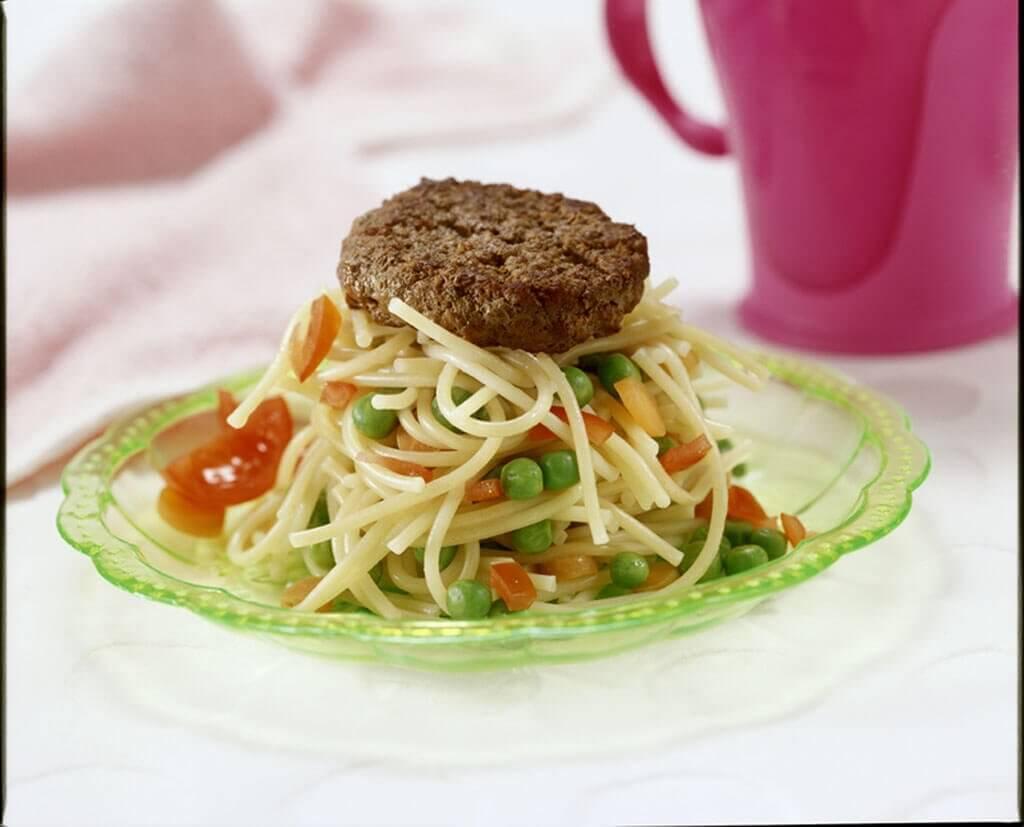 Tartaar met een spaghettitorentje