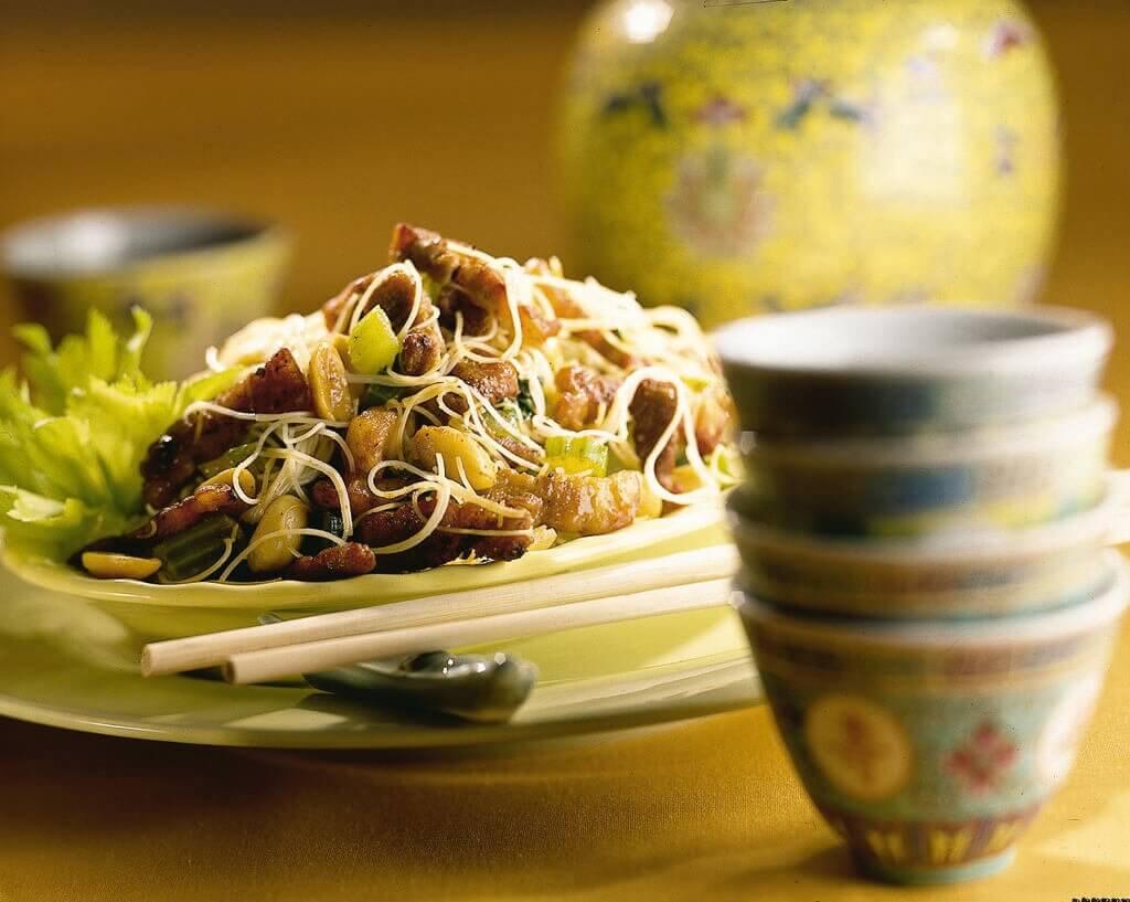 Vietnamese mie met limoen en pinda