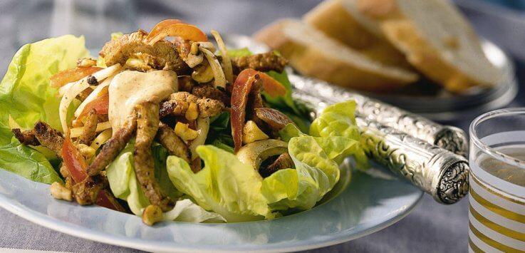 Vleesreepjessalade met hazelnoten