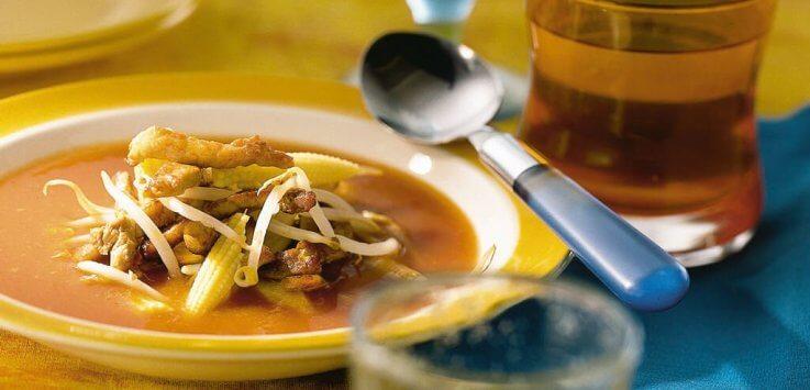 chinese tomatensoep met reepjes varkensvlees minimais en tauge