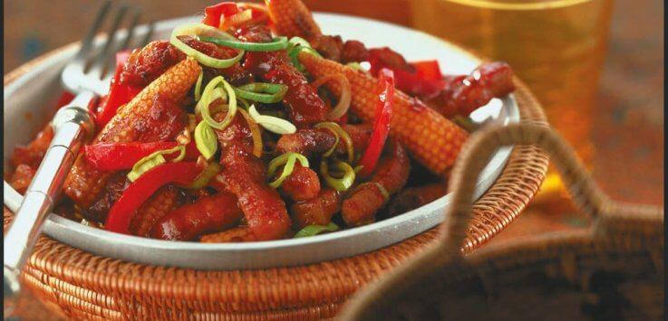 roergebakken babi pangang met paprika en minimais