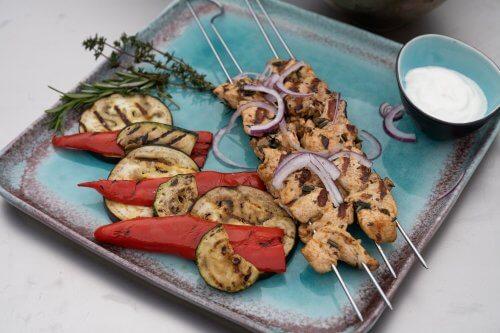 Griekse Souflaki met gegrilde groenten van de barbecue