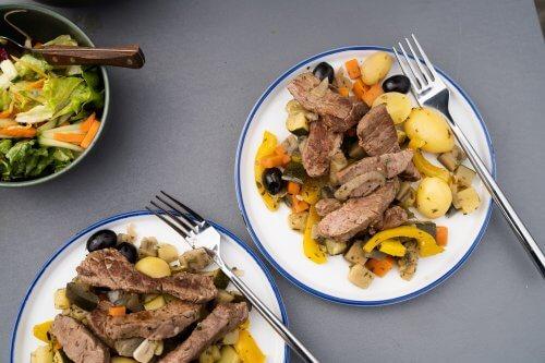 Provençaals eenpansgerecht met biefstukreepjes en krieltjes